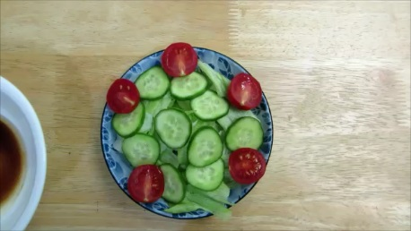 green salad with seaweed dressing step (3)