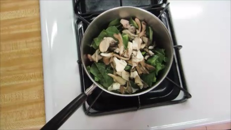 chard and maitake mushroom cream soup step (3)