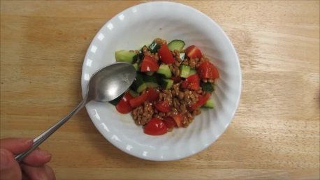 natto tomato cucumber salad step (4)