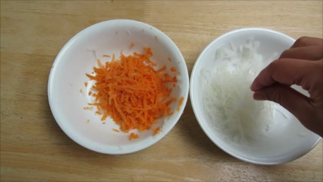namasu shredded daikon and carrot in vinegar step 3